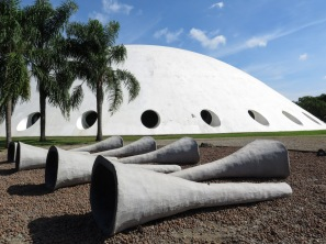 Oca (Oscar Niemeyer). Inaugurado en 1954 con motivo del 450 cumpleaños de la ciudad.
