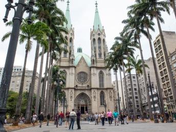 CATEDRAL METROPOLITANA DE SÃO PAULO Más conocida como Catedral da Sé, es uno de los mayores templos neogóticos del mundo.