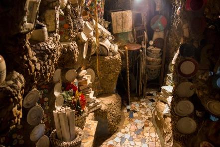 """Interior de la casa de Estevão Silva Conceição, conocido como """"el Gaudí brasileiro""""."""
